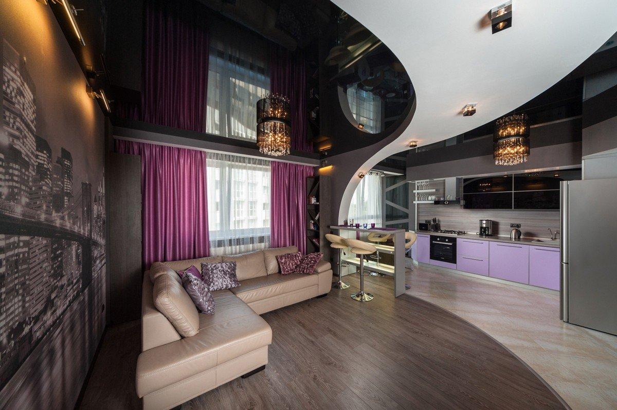 пару лет фото натяжных потолков в гостиной кухне лестница